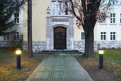 Entrée du bâtiment historique, énumérée comme monument à Erfurt Le mot signifie l'école pour le sourd Images stock