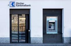 Entrée du bureau cantonal de banque de Zurich Images libres de droits
