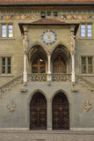 Entrée du vieil hôtel de ville à Berne (RatHaus) switzerland Photographie stock