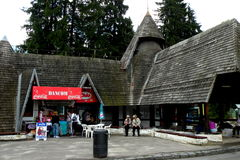 Entrée en Poiana Brasov, station d'hiver de ski Photo stock