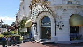 Entrée et façade de Negresco d'hôtel banque de vidéos