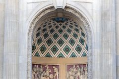 Entrée fleurie d'arcade photo stock