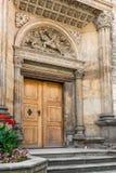 Entrée latérale à la basilique de St George photos libres de droits