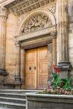 Entrée latérale à la basilique de St George photos stock