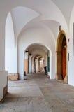 Entrée médiévale de galerie, Hradec Kralove, République Tchèque Photos stock
