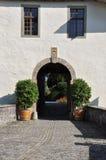 Entrée médiévale suisse de château, Spiez Suisse photographie stock libre de droits