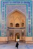 Entrée orientale de mosquée de Kalon à Boukhara Photographie stock libre de droits