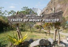 Entrée pour monter le lac de cratère de Pinatubo Image libre de droits