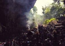 Entrée pour parfumer la caverne de pagoda, Hanoï, Vietnam image stock