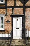 Entrée principale à un vieux cottage anglais image libre de droits
