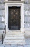 Entrée principale avec les étapes de marbre Photo stock