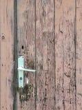 Entrée principale brune en bois et superficielle par les agents très vieille Photo stock