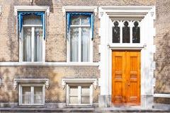 Entrée principale d'entrée de maison urbaine images libres de droits