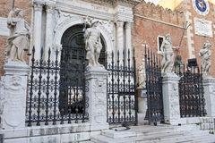 Entrée principale dans l'arsenal vénitien, Venise, Italie Photos libres de droits