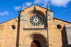 Entrée principale de l'église de St Peter à Avila, Espagne photographie stock