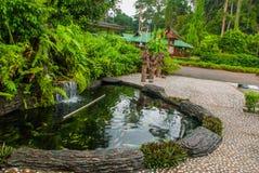 Entrée principale du centre de réadaptation d'Utan d'orang-outan décrit Sandakan Sabah Malaysia Images libres de droits