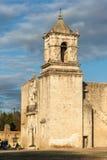Entrée principale et façade de mission San Jose à San Antonio, le Texas au coucher du soleil Photos libres de droits