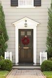 Entrée principale saisonnière d'une maison Image stock