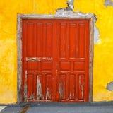 Entrées principales colorées à la maison Images libres de droits