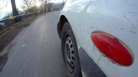 Entraînement à la route de campagne Vue de carlingue extérieure de voiture POV banque de vidéos