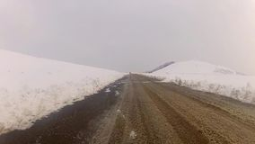 Entraînement dans l'horaire d'hiver de montagne banque de vidéos