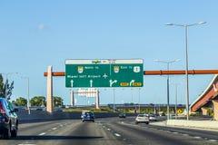 Entraînement de la route de Miami par l'est de direction d'aéroport Images libres de droits