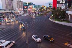 Entraînement de voitures près d'Aria Hotel à Las Vegas Photographie stock libre de droits