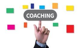 ENTRAÎNEMENT (donnant des leçons particulières à instructeur Leader de guide) illustration stock