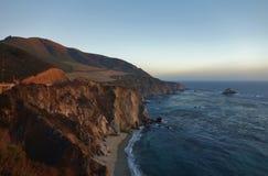 Entraînement en Californie sur l'itinéraire 1 de route de Côte Pacifique Images libres de droits