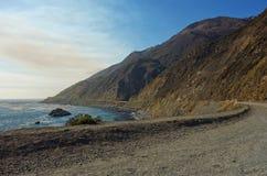 Entraînement en Californie sur l'itinéraire 1 de route de Côte Pacifique Image stock