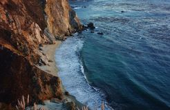 Entraînement en Californie sur l'itinéraire 1 de route de Côte Pacifique Photo stock