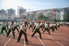 Entraînement militaire 13 d'étudiants universitaires de la Chine Images stock