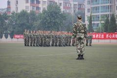Entraînement militaire 35 d'étudiants universitaires de la Chine Images libres de droits