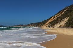 Entraînement sur la plage quand la marée commence à inonder photo stock