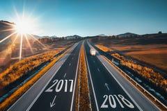 Entraînement sur la route ouverte au beau jour ensoleillé à la nouvelle année 2018 photo libre de droits