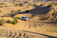 Entraînement sur le safari de désert de jeeps Photographie stock