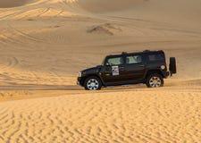 Entraînement sur le safari de désert de jeeps Image libre de droits