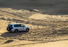 Entraînement sur le safari de désert de jeeps Photographie stock libre de droits