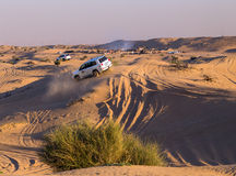 Entraînement sur le safari de désert de jeeps Photos stock