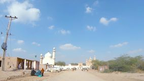 Entra?nement vers la mosqu?e d'Abbasi dans Bahawalpur Pakistan banque de vidéos