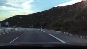 Entraînement vers le Gibraltar sur la route andalouse banque de vidéos