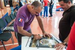 Entraîneur cubain Humberto Horta Dominguez de boxe et ses autographes Photographie stock libre de droits