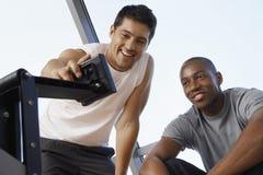 Entraîneur masculin Adjusting Exercising Machine pour l'homme Photos stock