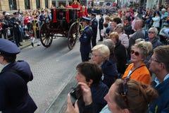 Entraîneur royal conduisant sur Noordeinde sur le défilé de jour de prince à la Haye Photo stock