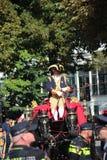 Entraîneur royal conduisant sur Noordeinde sur le défilé de jour de prince à la Haye Images stock