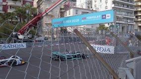 Entra?nement de voitures ?lectriques de la formule e tr?s rapidement sur le Monaco E-Prix 2019 banque de vidéos