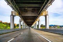 Entra?nement sur le pont John F de Richmond - de San Rafael Pont comm?moratif de McCarthy, San Francisco Bay, la Californie images stock