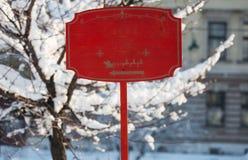 Entra vacío del placeholder del día de fiesta de la Navidad de la maqueta de madera roja de la muestra Fotografía de archivo libre de regalías