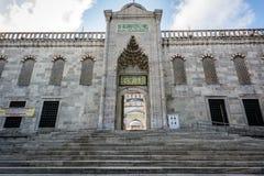 Entrace av den Sultan Ahmet moskén i Istanbul, Turkiet Arkivfoto