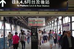 Entrace y salida a las plataformas en la estación de Gaoxiong Imágenes de archivo libres de regalías
